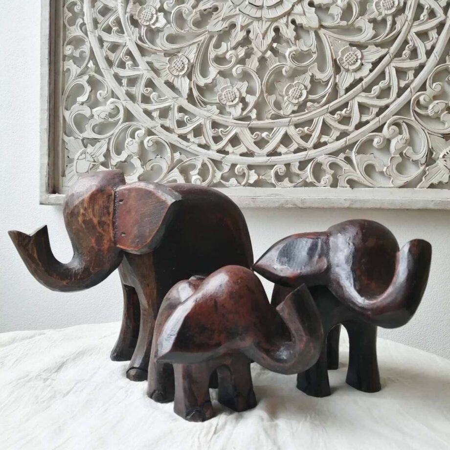 insieme set elefanti legno marrone